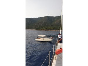 Tekne ile geziye çıktılar yakıtları bitince yardım istediler