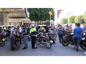 Adana'da motosiklet uygulamasında ceza yağdı