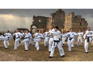 Tarihi Zerzavan Kalesi'nde taekwondo