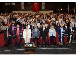 ERÜ Eczacılık Fakültesi'nde mezuniyet heyecanı