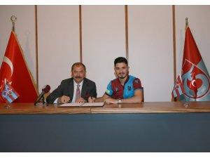 Trabzonspor'da Fıratcan Üzüm imzayı attı