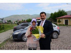 """Vali Mustafa Masatlı, """"Biz Anadolu'yuz Projesi"""" kapsamında Ardahan'a gelen öğrencilerle buluştu"""