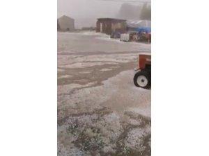 Sivas'ta dolu yağışı köyü beyaza bürüdü