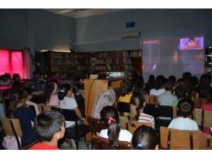Çal'da çocuklar sinemada buluştu