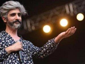 Askere giden Manuş Baba sosyal medyayı salladı