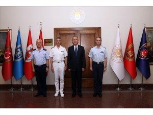 Bakan Akar, Yunan heyet başkanını kabul etti