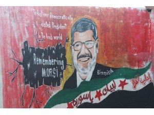 İdlibli ressam Mursi'nin resmini duvara çizdi