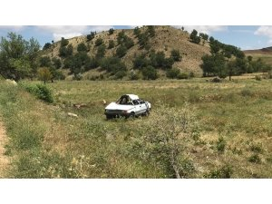 Takla atan otomobil hurdaya döndü: 3 yaralı