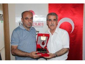 Kan bağışçılarına plaket