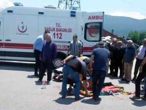Yolun karşısına geçerken otomobilin çarptığı yaşlı adam öldü
