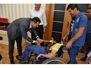 Özel çocuktan Başkan Geylani'ye ziyaret