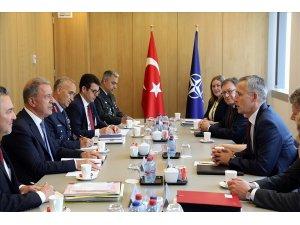 Milli Savunma Bakanı Akar, NATO Genel Sekreteri Stoltenberg ile bir araya geldi