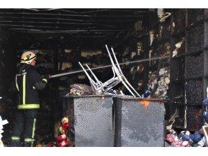 Tuhafiye dükkanı alev alev yandı, o anlar böyle görüntülendi
