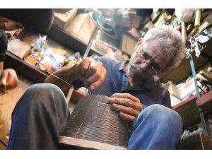 (Öze) Şanlıurfa'da sıcak havayla birlikte yılan kapanı satışları arttı