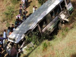 Hindistan'da otobüs faciası: 33 ölü