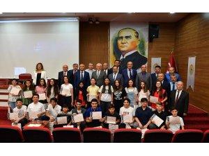 LGS'de tam puan alan 26 öğrenci altınla ödüllendirildi