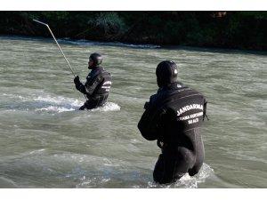 Bagaj kapağının çarpması ile nehre düşen gencin cansız bedenine ulaşıldı