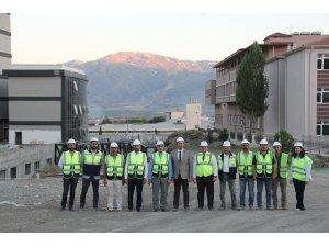 Sağlık Yatırımları Genel Müdür Yardımcısı Duyar, 250 yataklı ek hizmet binası inşaatında incelemede bulundu