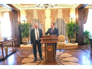 Vali Pehlivan, Antalya Valisi Münir Karaloğlu'nu ziyaret etti