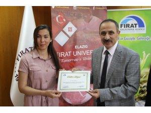 Elazığ'da yabancı öğrencilere  dış ticaret eğitimi verildi