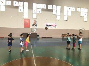 Samandağ Belediyesi ücretsiz basketbol kursu başladı