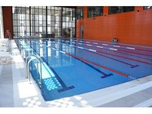 Aliağa Gençlik Merkezinde yüzme kursları başlıyor