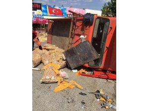 Freni boşalan kamyonet ortalığı savaş alanına çevirdi