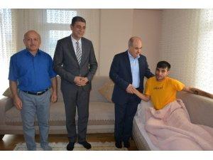 Vali Dağlı Gaziyi evinde ziyaret etti