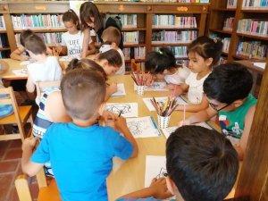 Başkan Erdem çocuklara kitap okudu