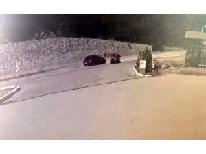 1'i ağır 5 kişinin yaralandığı kaza güvenlik kameralarına yansıdı