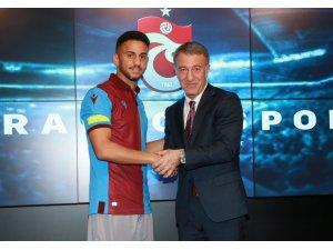 Trabzonspor, Ahmet Canbaz ile 3 yıllık sözleşme imzaladı