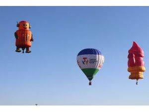 Türkiye'nin ilk balon festivalinde gökyüzü şenlendi