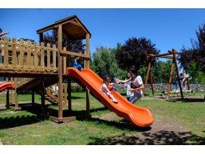 Altınköy'e ahşaptan oyun parkı