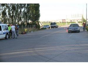 Otomobilin çarptığı elektrikli bisikletin sürücüsü hayatını kaybetti