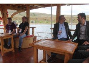 Demirözü Baraj Gölü'ne yerli ve yabancı turist akını