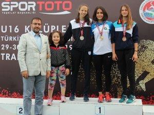 Osmangazili atletlerin madalya coşkusu