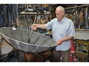 Bu meslek Türkiye'de sayılı: Şemsiye tamirciliği