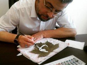 Asma yaprağını sanat eserine dönüştürdü