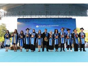 SAÜ mezuniyet törenleri 4 fakülte ile devam etti