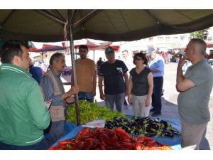 Tarım Müdürlüğü Meyve üreticilerine Akdeniz Sineğini anlattı