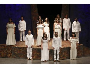 Madımak'ta hayatını kaybedenler Efeler'de sahnede anıldı