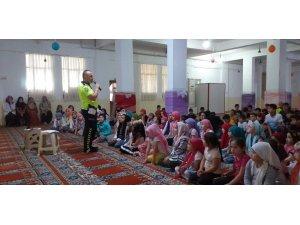 Kur'an kursu öğrencilerine trafik semineri