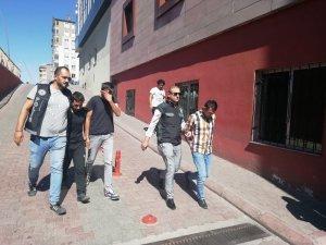 Kayseri polisinden uyuşturucu tacirlerine şafak operasyonu