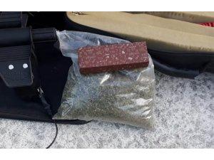 Jandarmanın uyuşturucu ve silahla yakaladığı 2 kişi gözaltına alındı