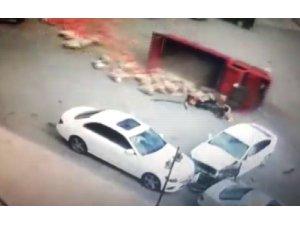 Malatya'da 6 kişinin yaralandığı kaza güvenlik kamerasına yansıdı