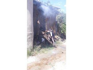 Kırşehir'de yanan ev kullanılmaz hale geldi