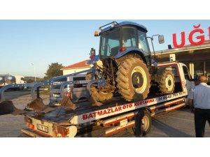 Çaldıkları traktörü internetten satışa koydular