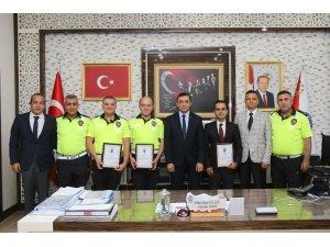 İl Emniyet Müdürü Ulucan, 3 başarılı personelini ödüllendirdi