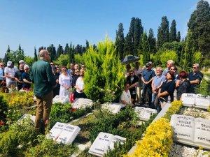 'Balyoz'dan tutuklandıktan sonra kansere yakalanan emekli Tuğamiral Çakmak mezarı başında anıldı