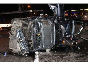 Otomobil orta refüje çarparak takla attı: 1 ölü, 4 yaralı